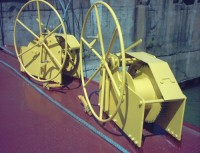 Manual coupling winches